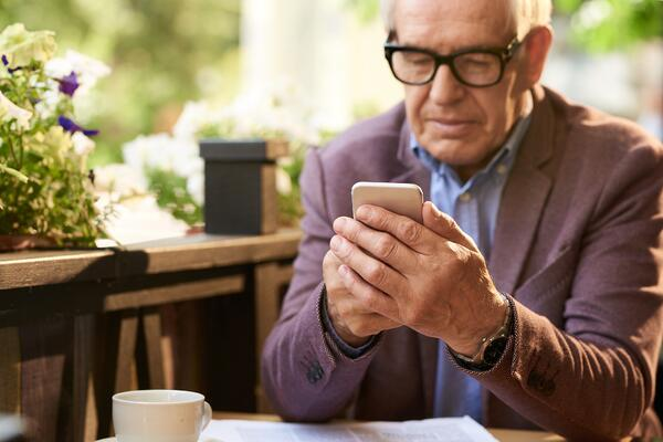 The 50 Best Cell Phones for Seniors