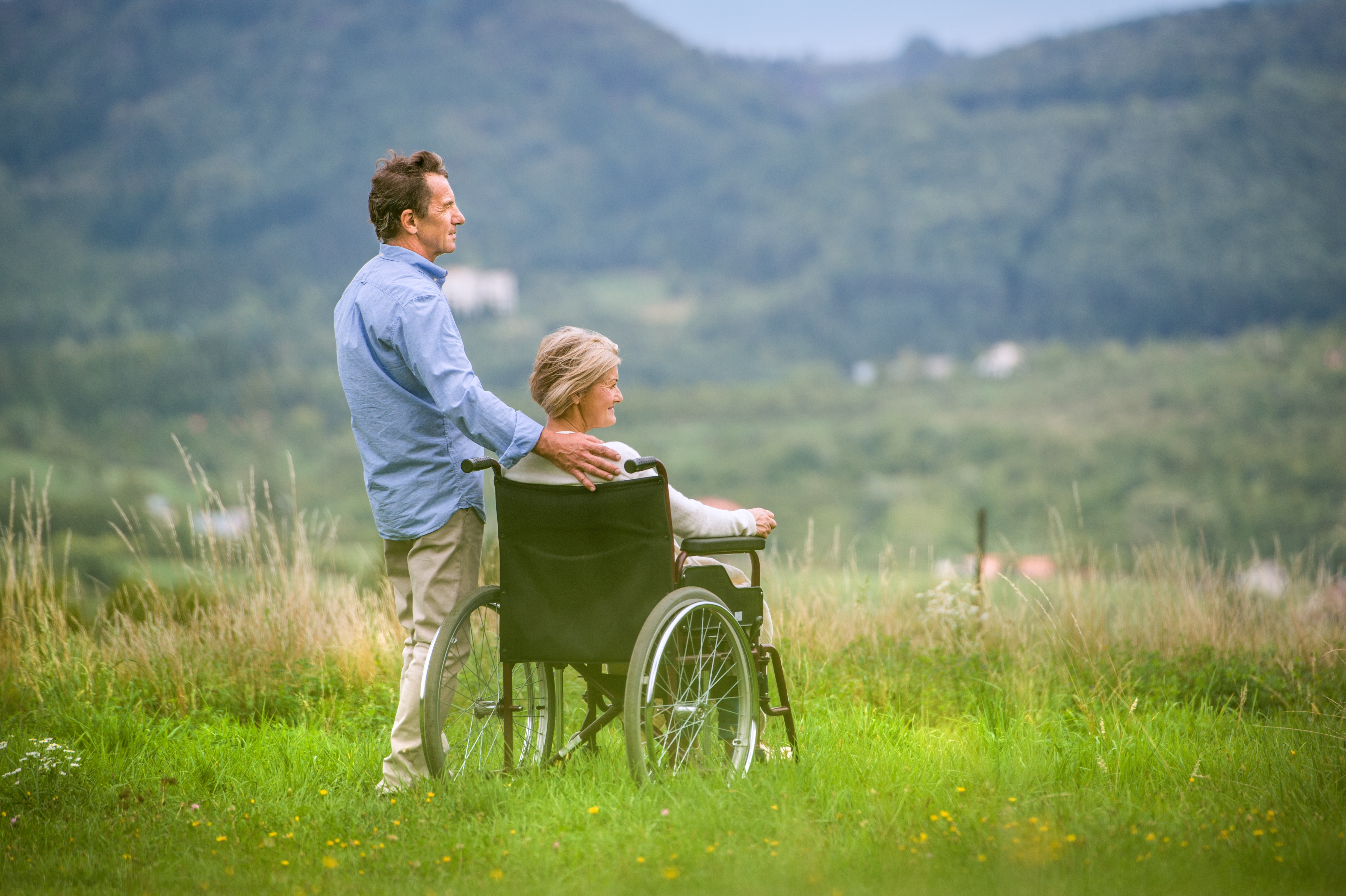 8 Tips for Caregivers Who Assist a Family Member with Multiple Sclerosis