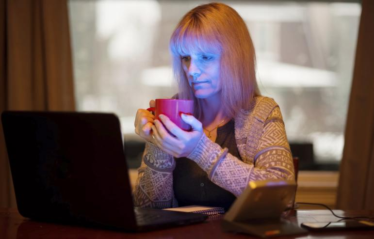 SEASONAL AFFECTIVE DISORDER: SIGNS AND SOLUTIONS